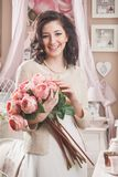 Bella giovane donna con i fiori. Retro disegnato fotografia stock libera da diritti