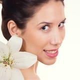 Bella giovane donna con il fronte sano della pelle Fotografia Stock