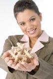 Bella giovane donna con il puzzle di legno Immagini Stock Libere da Diritti