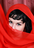 Bella giovane donna con il velare sul suo fronte Immagini Stock Libere da Diritti