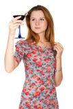 Bella giovane donna con la bevanda alcolica Fotografia Stock