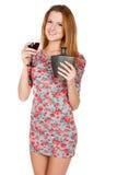 Bella giovane donna con la bevanda alcolica Fotografie Stock Libere da Diritti