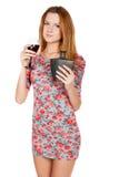 Bella giovane donna con la bevanda alcolica Fotografia Stock Libera da Diritti