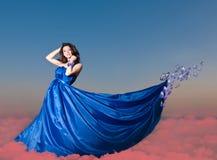 Bella giovane donna con la farfalla Fotografia Stock Libera da Diritti