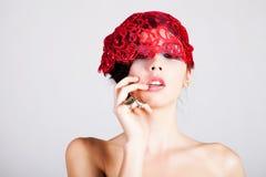 Bella giovane donna con un casco del merletto Fotografia Stock