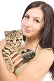 Bella giovane donna con un diritto scozzese del gattino Fotografia Stock