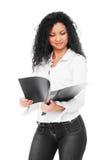 Bella giovane donna di affari con il dispositivo di piegatura Fotografia Stock