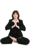 Bella giovane donna di affari in vestito che Meditating Immagine Stock