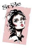 Bella giovane donna disegnata a mano Ragazza elegante alla moda Ritratto della donna di modo illustrazione di stock