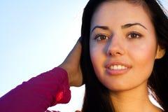 Bella giovane donna esterna Fotografia Stock