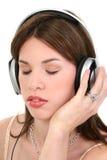 Bella giovane donna ispanica che gode della musica Fotografie Stock Libere da Diritti