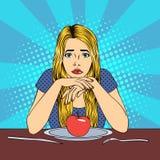 Bella giovane donna nella dieta con Apple su un piatto Fotografia Stock