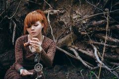 Bella giovane donna nella foresta Immagine Stock Libera da Diritti