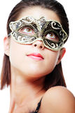 Bella giovane donna nella mascherina di carnevale immagini stock libere da diritti