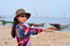 Bella giovane donna o ragazza cinese asiatica felice Fotografia Stock Libera da Diritti