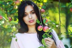 Bella giovane donna in sosta Immagine Stock Libera da Diritti