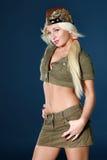 Bella giovane donna in vestiti militari Fotografia Stock