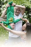 Bella giovane famiglia felice con il bambino Immagine Stock Libera da Diritti