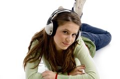 Bella giovane femmina che gode della musica Fotografie Stock