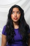 Bella, giovane Latina dubbiosa Fotografie Stock Libere da Diritti