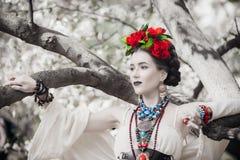 Bella giovane posa messicana della donna Fotografia Stock