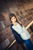 Bella giovane ragazza alla moda Fotografie Stock Libere da Diritti