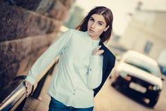 Bella giovane ragazza alla moda Immagini Stock Libere da Diritti