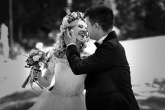 Bella giovane risata felice della sposa Immagini Stock