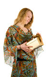 Bella giovane signora con un presente Fotografia Stock
