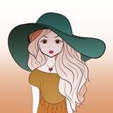 Bella giovane signora in un cappello di estate con capelli lunghi spessi Fotografia Stock