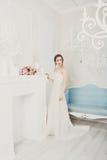 Bella giovane sposa in vestito da sposa d'annata Fotografie Stock Libere da Diritti