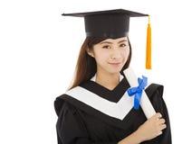 Bella graduazione dell'istituto universitario della giovane donna isolata Fotografia Stock Libera da Diritti