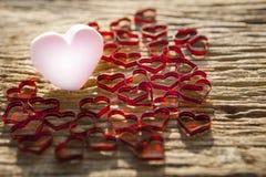 Bella icona rosa del cuore con cuore rosso adorabile sopra Fotografia Stock Libera da Diritti