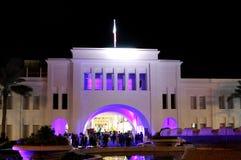Bella illuminazione dell'arco ripristinato della Bahrain di Al di Bab Fotografia Stock