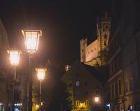 Bella immagine del centro multicolore vibrante della via in Fussen, Baviera, Baviera, Germania Immagine Stock