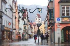 Bella immagine del centro multicolore vibrante della via in Fussen, Baviera, Baviera, Germania Fotografie Stock Libere da Diritti