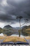 Bella immagine del paesaggio di Autumn Fall del lago Buttermere in lago Fotografia Stock Libera da Diritti