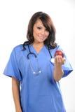 Bella infermiera dei giovani fotografie stock libere da diritti
