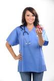 Bella infermiera dei giovani fotografia stock libera da diritti
