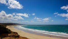 Bella laguna blu alla grande strada dell'oceano, Australia immagini stock