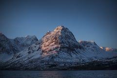 Bella luce di mattina sulle alpi di Lyngen Fotografie Stock