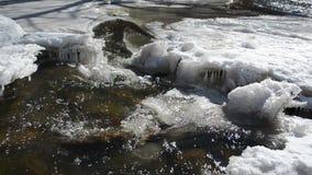 Bella luce solare dell'insenatura della cataratta dei ghiaccioli rapidi selvaggi del sorbetto video d archivio