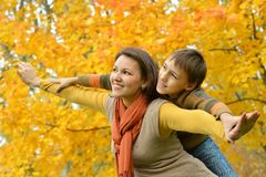 Bella madre con un figlio Fotografie Stock