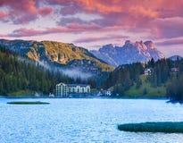 Bella mattina di estate sul lago Misurina, nelle alpi dell'Italia, TR Immagini Stock