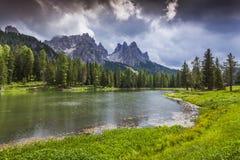 Bella mattina sul lago Antorno, alpi dell'Italia, Tre Cime Di Lavar Fotografia Stock