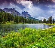 Bella mattina sul lago Antorno, alpi dell'Italia, Tre Cime Di Lavar Fotografia Stock Libera da Diritti