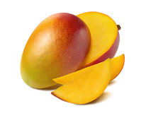 Bella metà della fetta del taglio del mango isolata su fondo bianco fotografie stock libere da diritti