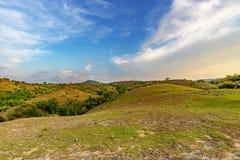 Bella montagna del cielo blu Fotografie Stock Libere da Diritti