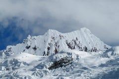 Bella montagna innevata al viaggio di Santa Cruz, Perù Fotografia Stock