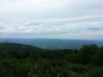 Bella montagna verde fotografie stock libere da diritti